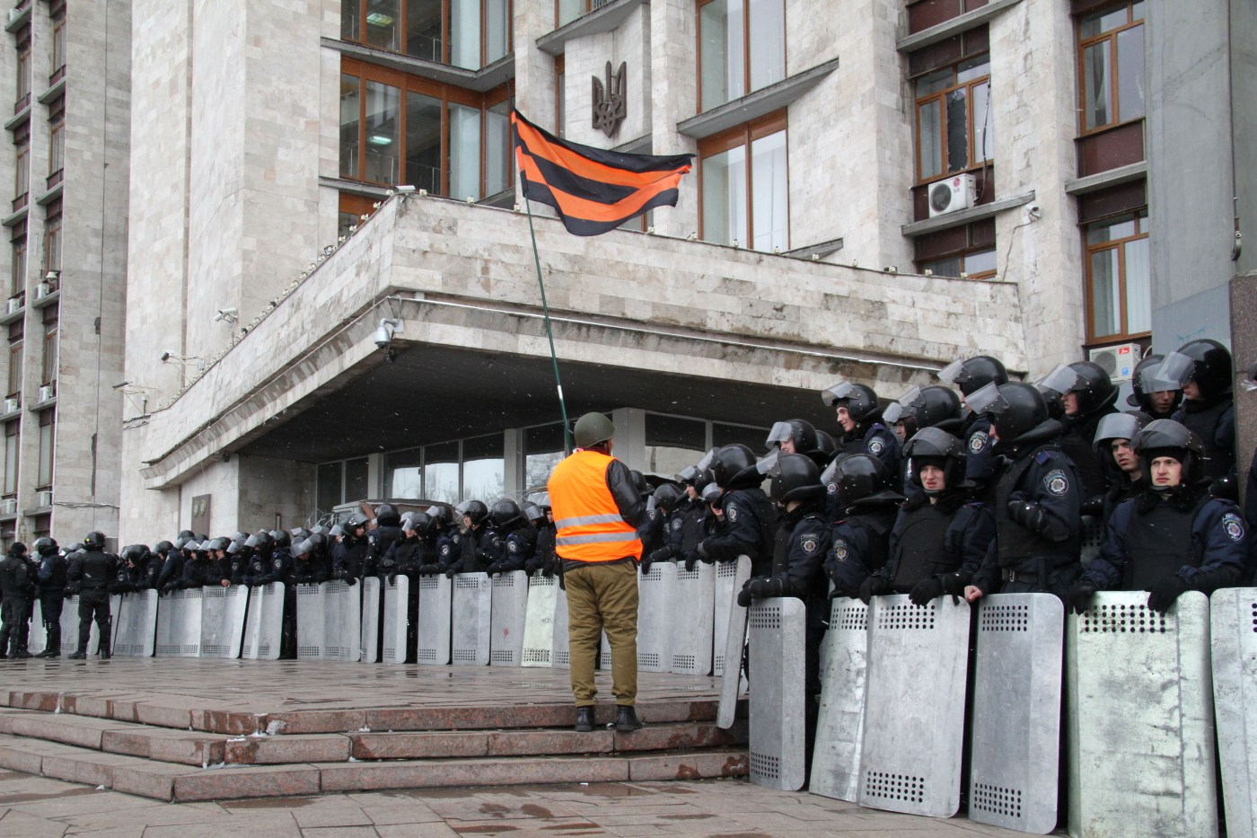 Security forces in the eastern Ukrainian city of Donetsk prepare to defend a government building from Russian separatists. (2014,  Guernica Magazine )