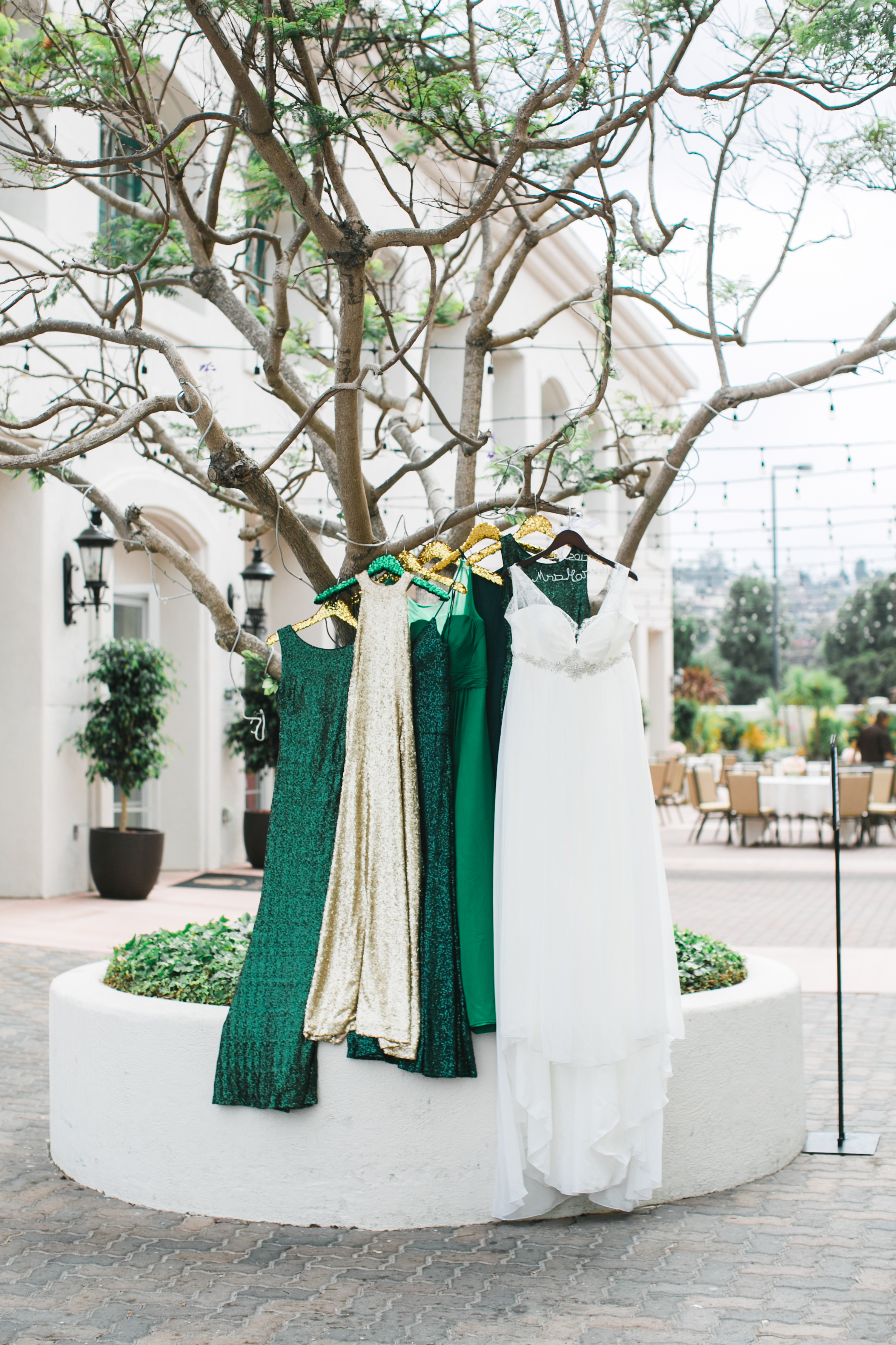 To match her ring (and her favorite color), Jessica chose shades of green and a touch of gold for her bridesmaids dresses.