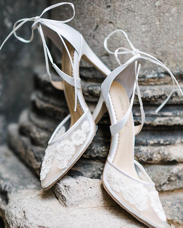 Something old and something new.  Paired these beauties with the ancient city walls of el Gothic Quarters of Barcelona.  When I arrive to venues I'm usually scanning for items to tie into the wedding details.  This one might've been one of the easiest, most au natural, and most memorable  pairings❤️ #barcelonadestinationwedding