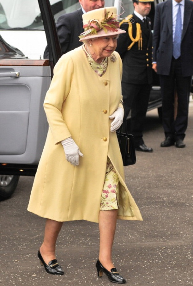 queen elizabeth pale buttercup coat.jpg