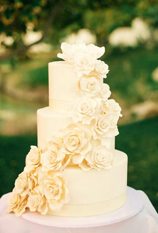 wedding cake flower garland.jpg