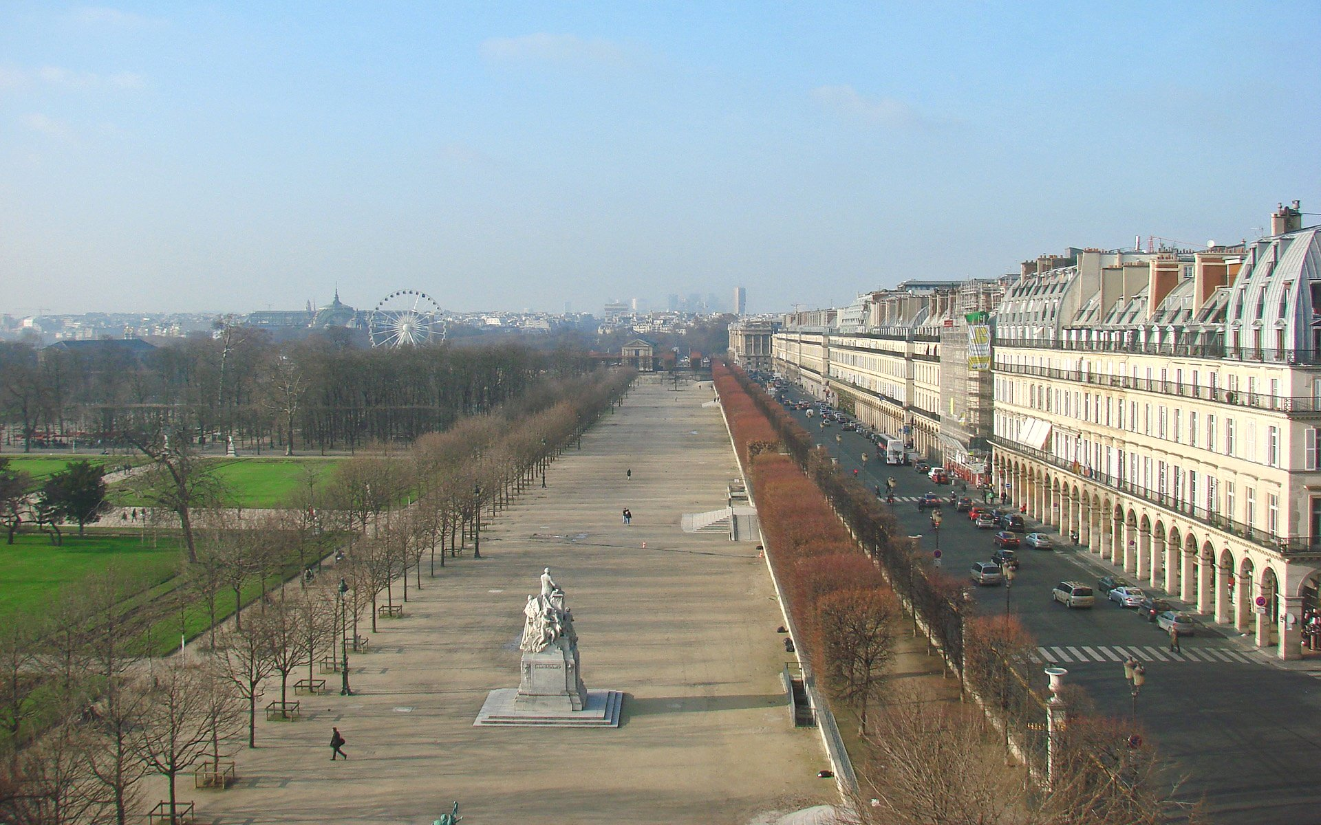 Le_Jardin_des_Tuileries_et_la_Rue_de_Rivoli_en_hiver_(3134279205).jpg