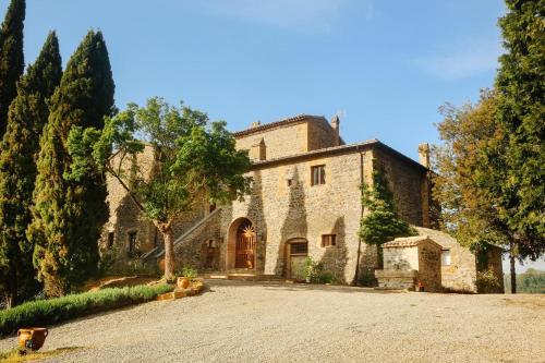 farmhouse with courtyard.jpg