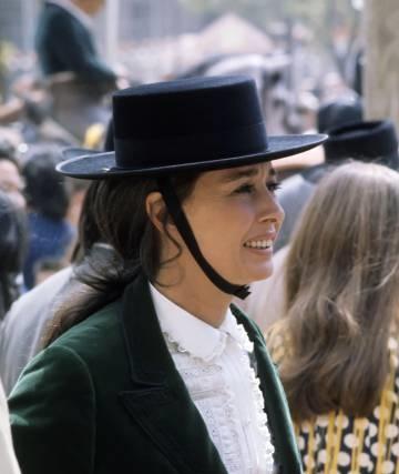 aline of romanones spanish hat.jpg