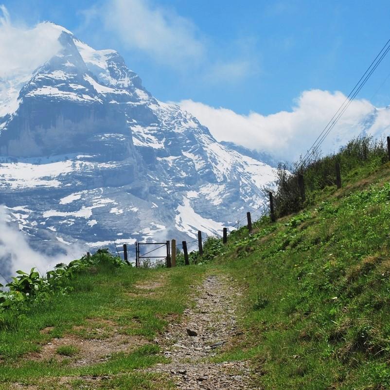 swiss-alps-lauterbrunnen-hiking (2).jpg