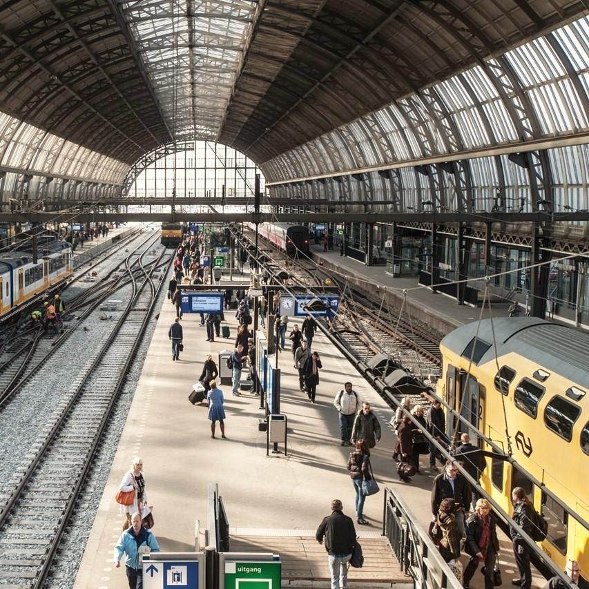 amsterdam train platform (2).jpg