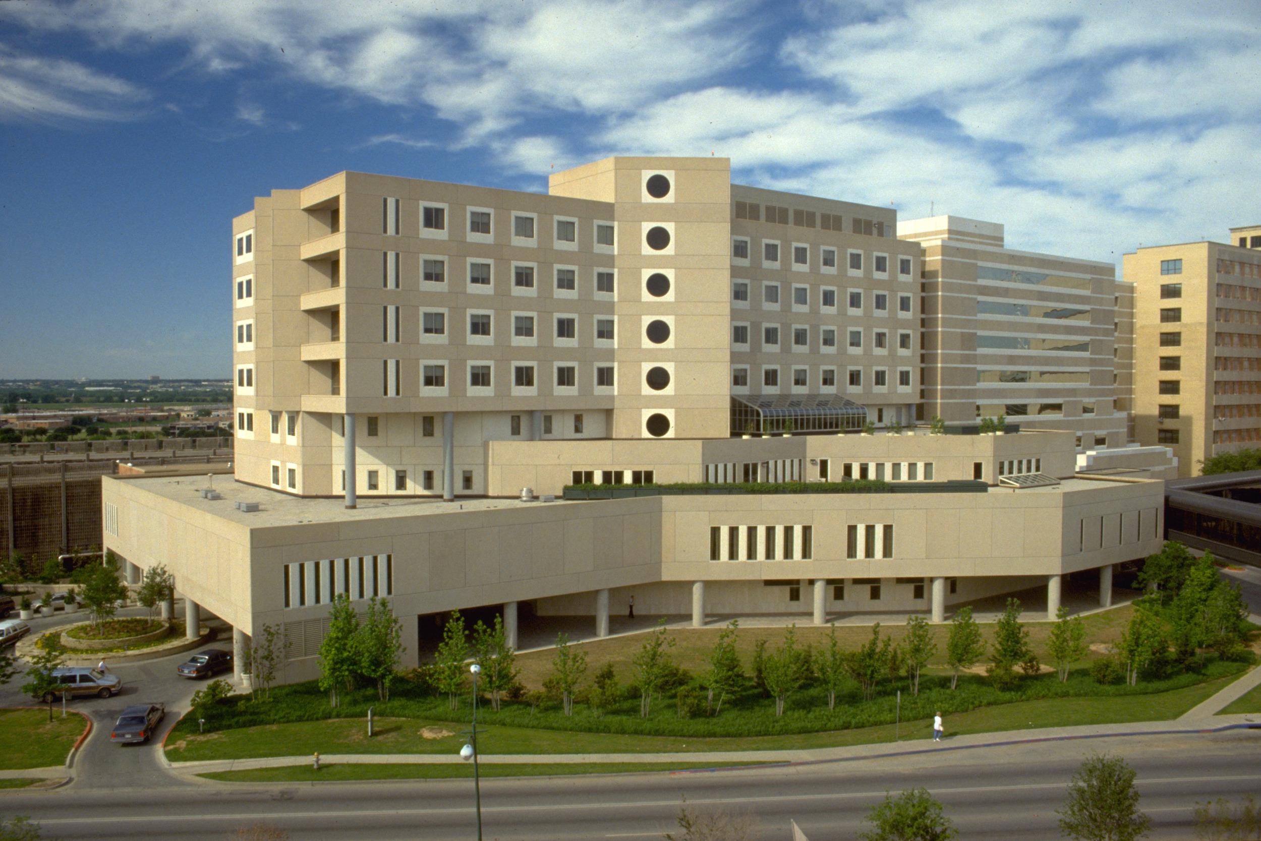 Zale Lipshy Hospital
