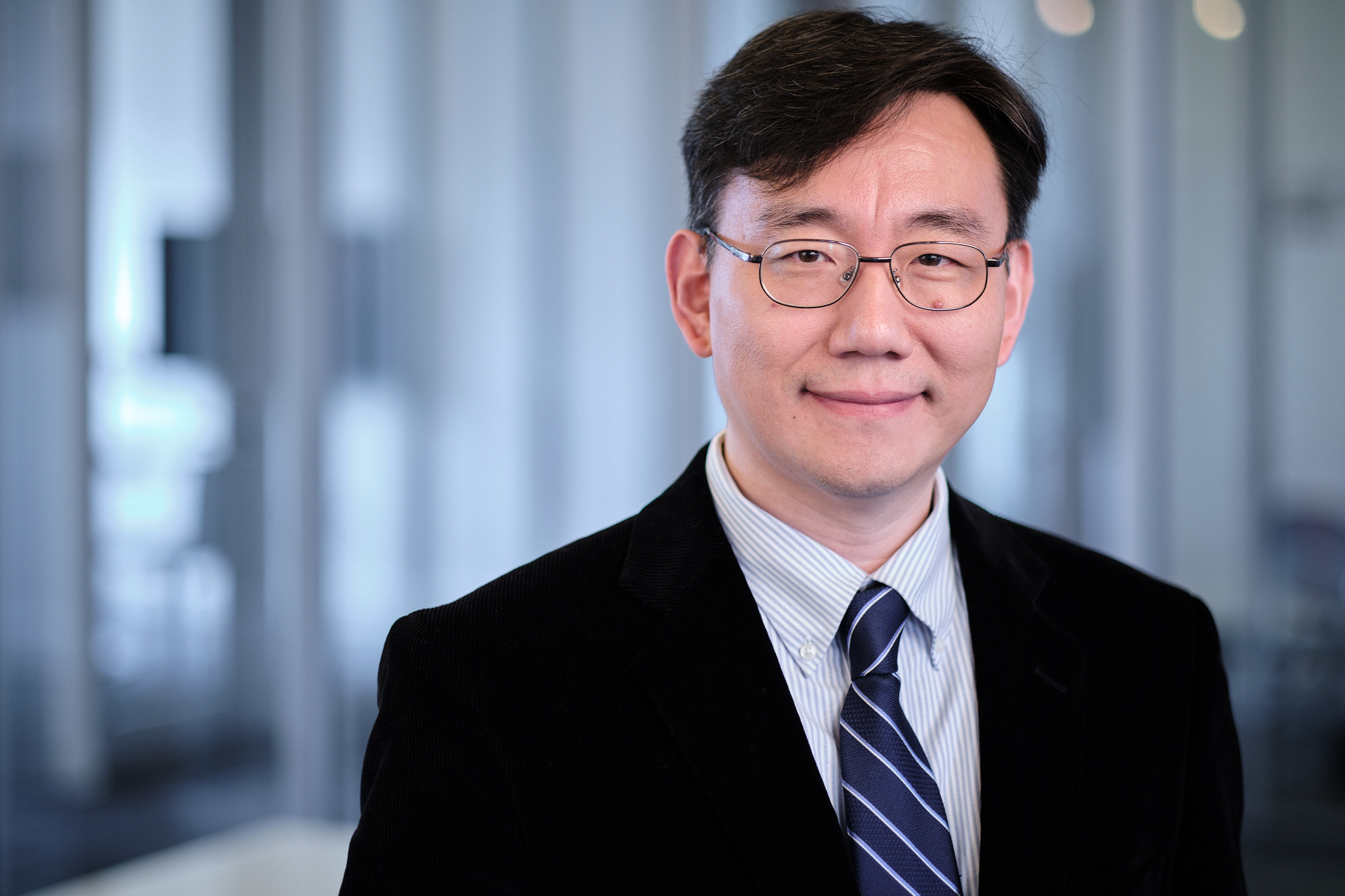 Yoochul Roe,  Senior Associate