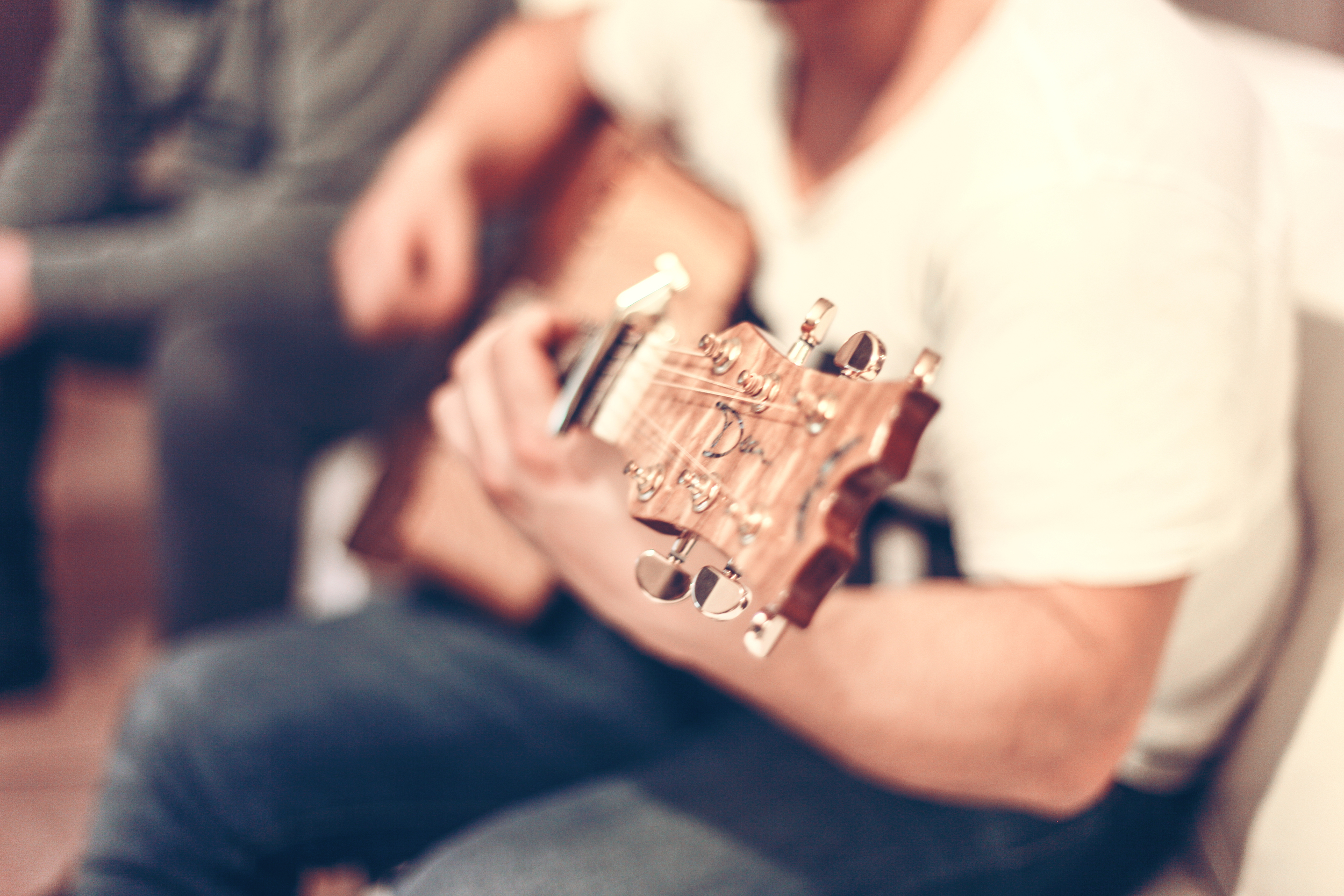guitar-man-music-1221.jpg