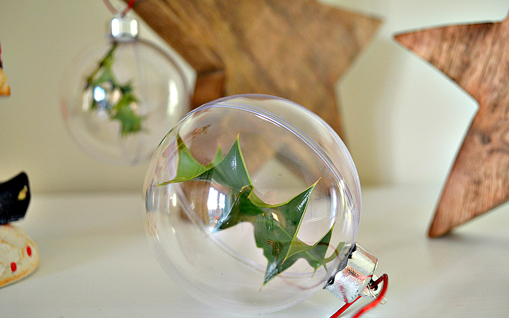 The Ordinary Lovely: DIY holly baubles