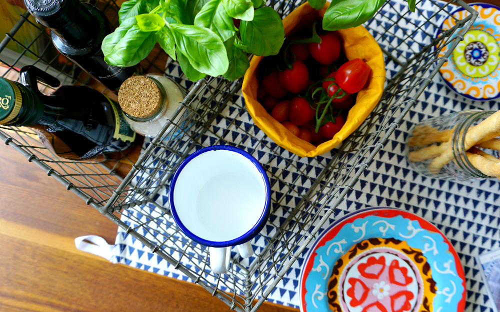 The Ordinary Lovely: A simple Mediterranean lunch