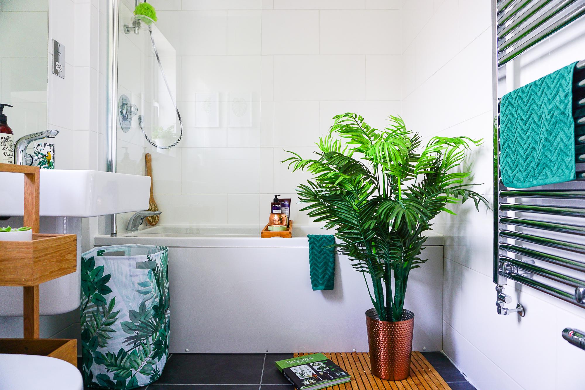 A botanical themed bathroom on a budget