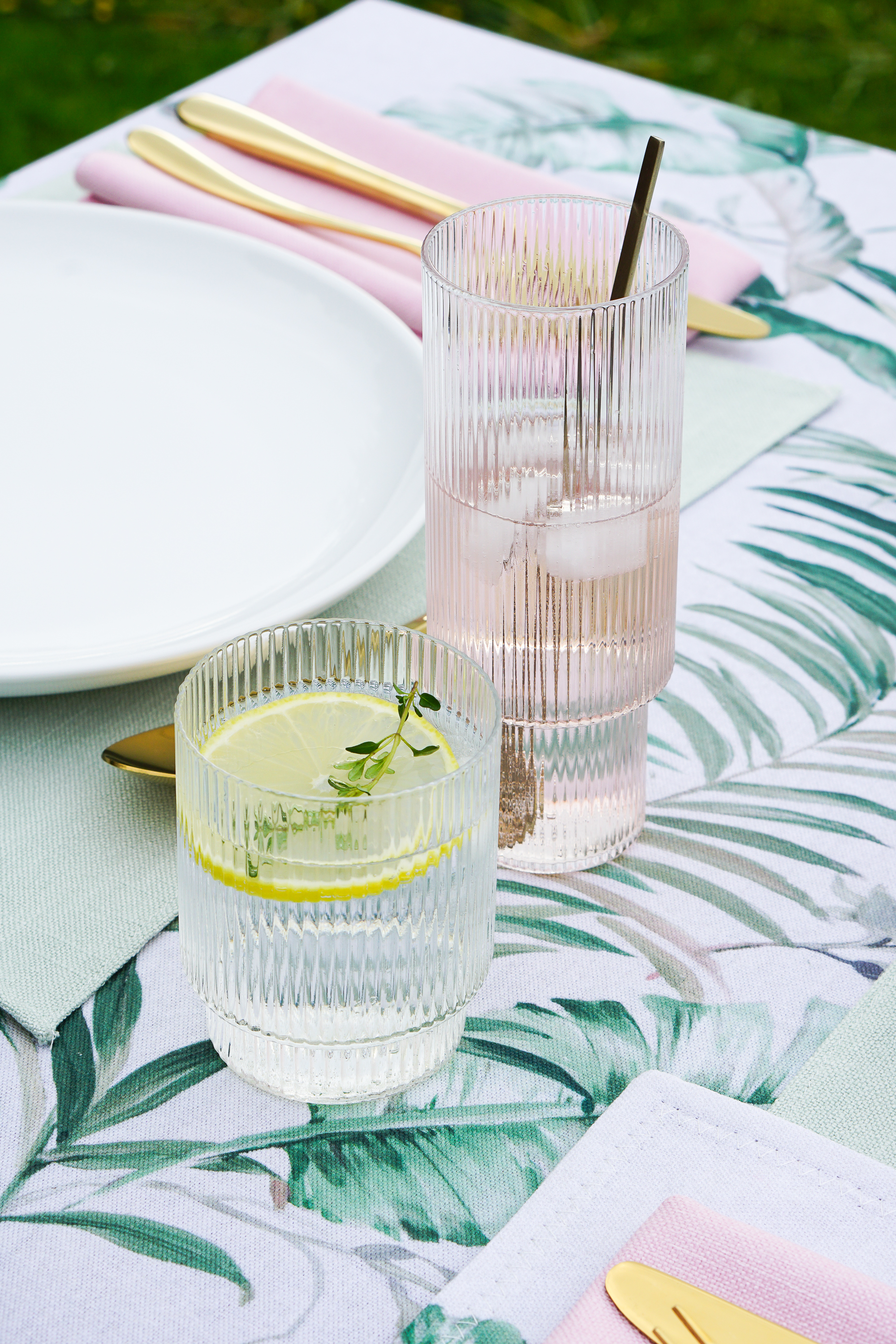 Styling a summer table and a simple supper suggestion
