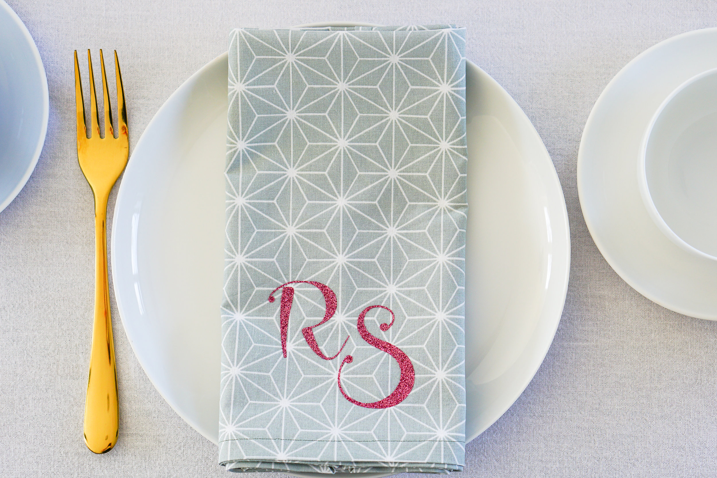 How to make monogrammed napkins with the Cricut EasyPress 2