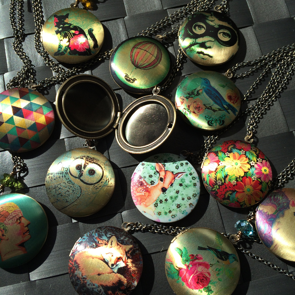 Lockets by EdgyPetal.  Lockets are underrated.  Lockets = best present of all time.