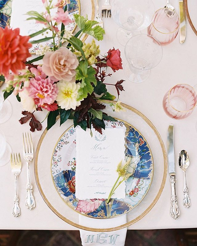 A favorite place setting for a beautiful summer supper! Happy Friday, everyone! 📷: @chrisisham