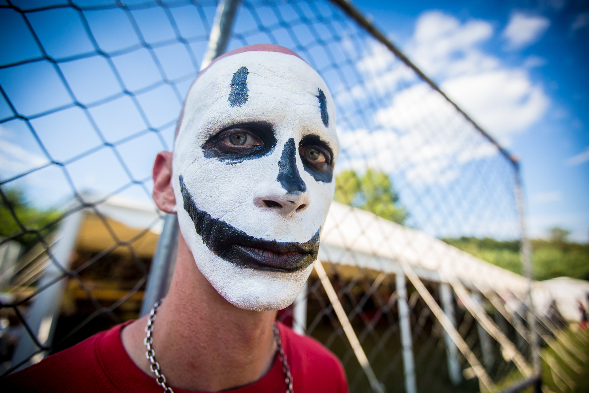 gotj 2014_day 3-93 juggalo facepaint fence.jpg