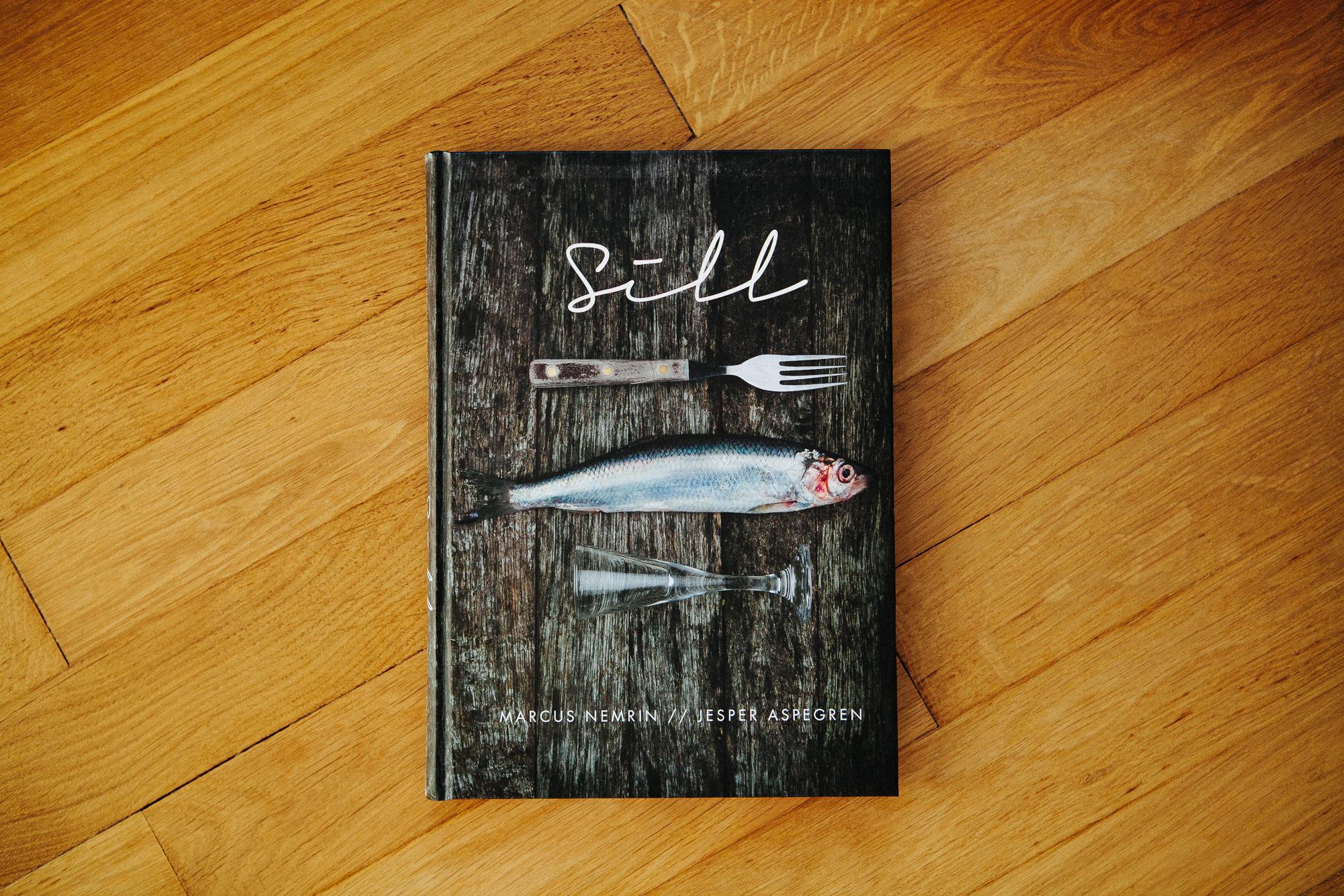 SILL - Tillsammans med Marcus Nemrin på Sofiero slottsrestaurang och Jesper Aspegren som författare fotograferade jag maten, kockarna och miljön i slottsparken i boken under ett år. Utgiven av Liljedahl Publishing 2012.