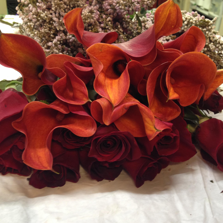 Rust Mini Cala Lilies & Freedom Rose