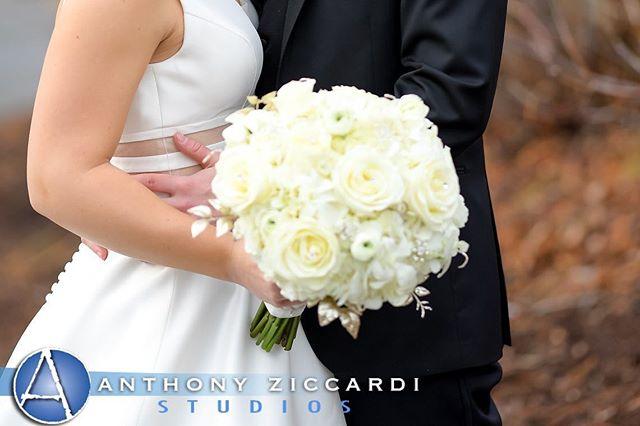 #December brides #whiteweddingflowers