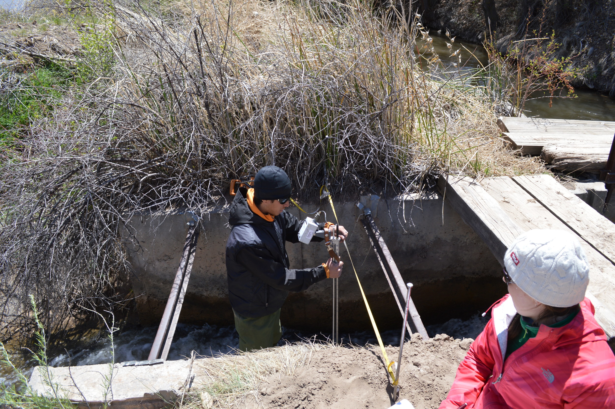 Isaac Cadiente (Terra Environmental LLC) measures ditch flow near the Colorado border along the Animas River