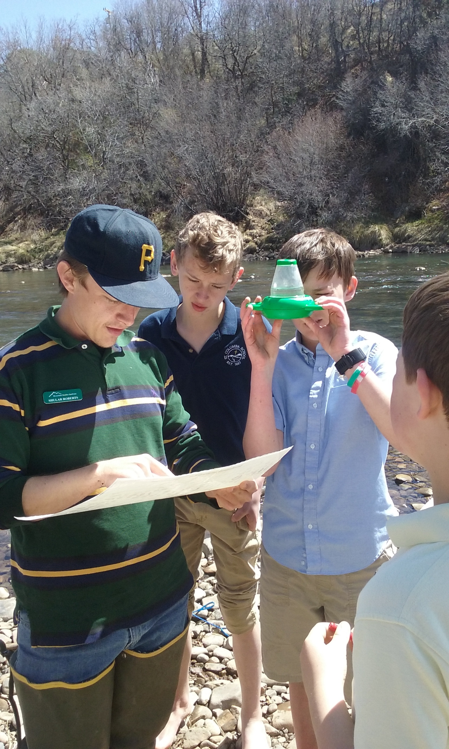 MSI's 2018 VISTA Shular Roberts works with students to identify macro-invertebrates in the local river.