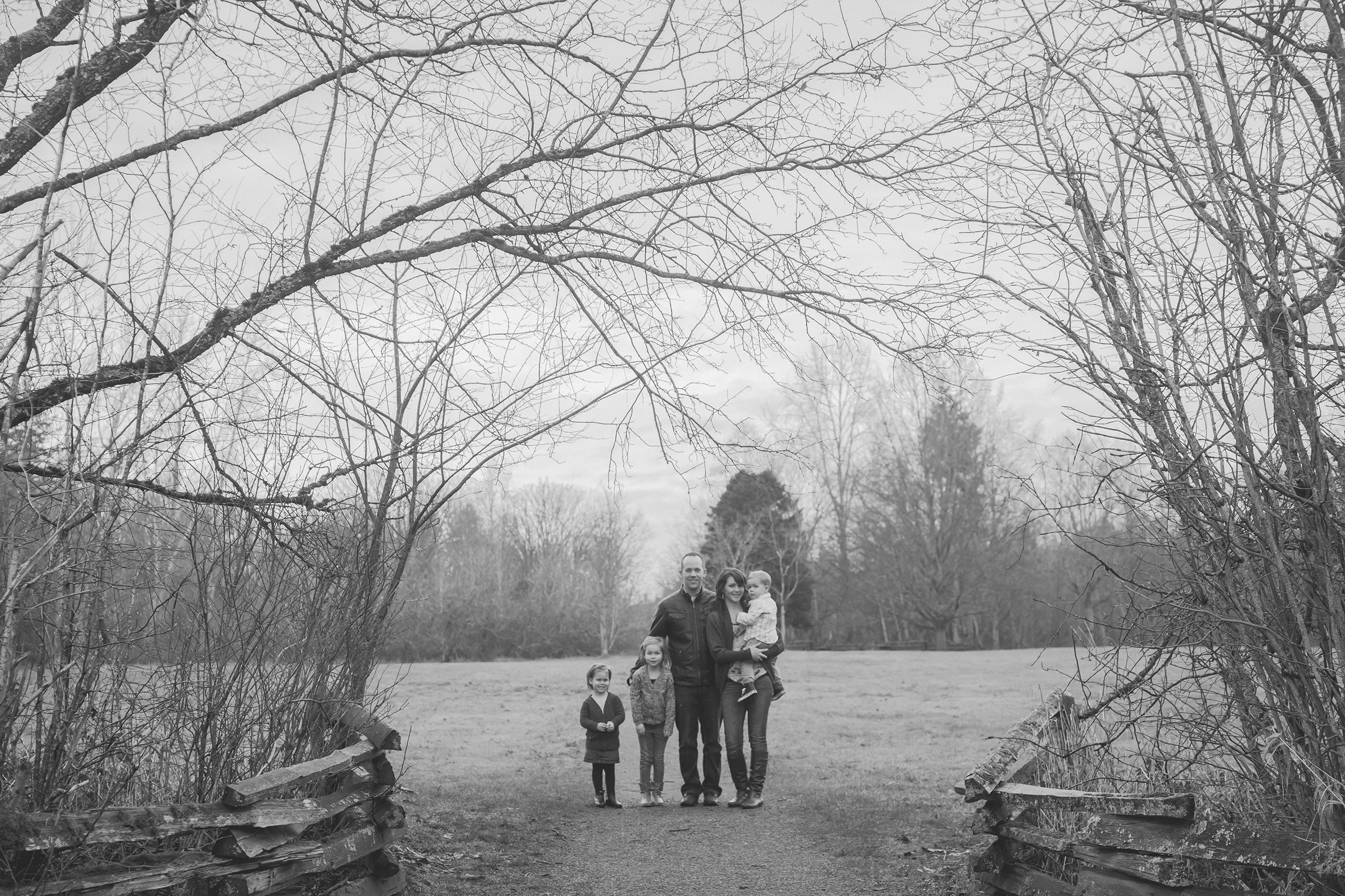 Family BW (179 of 209).jpg