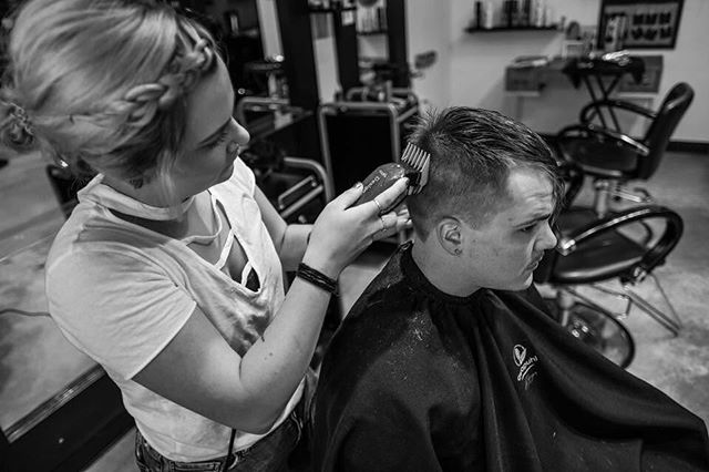 Elizebeth had a cancelation tonight and she would love to get a guest in to fill her night! Call the studio if you're in need of a cut 216-281-1887 #ohiocity #cleveland #mensfashion #menshair #shorthair #216hair