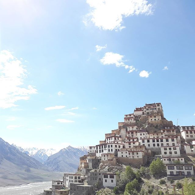 Yesterday I visited Key Monastery, a 1000 year old treasure in #kaza. I spent some time talking to one of the monks, meditating in one of the meditation cells and just taking in the peace and tranquility. I didnt wake up in the best of moods and this little side trip sorted out my brain and returned me to a place of #gratitude #lifebydesign #lifeisbeautiful #worldadventures #worldtraveler #expatlife #spitivalley #travelindia #buddhism #itsallyoga @warriorflow