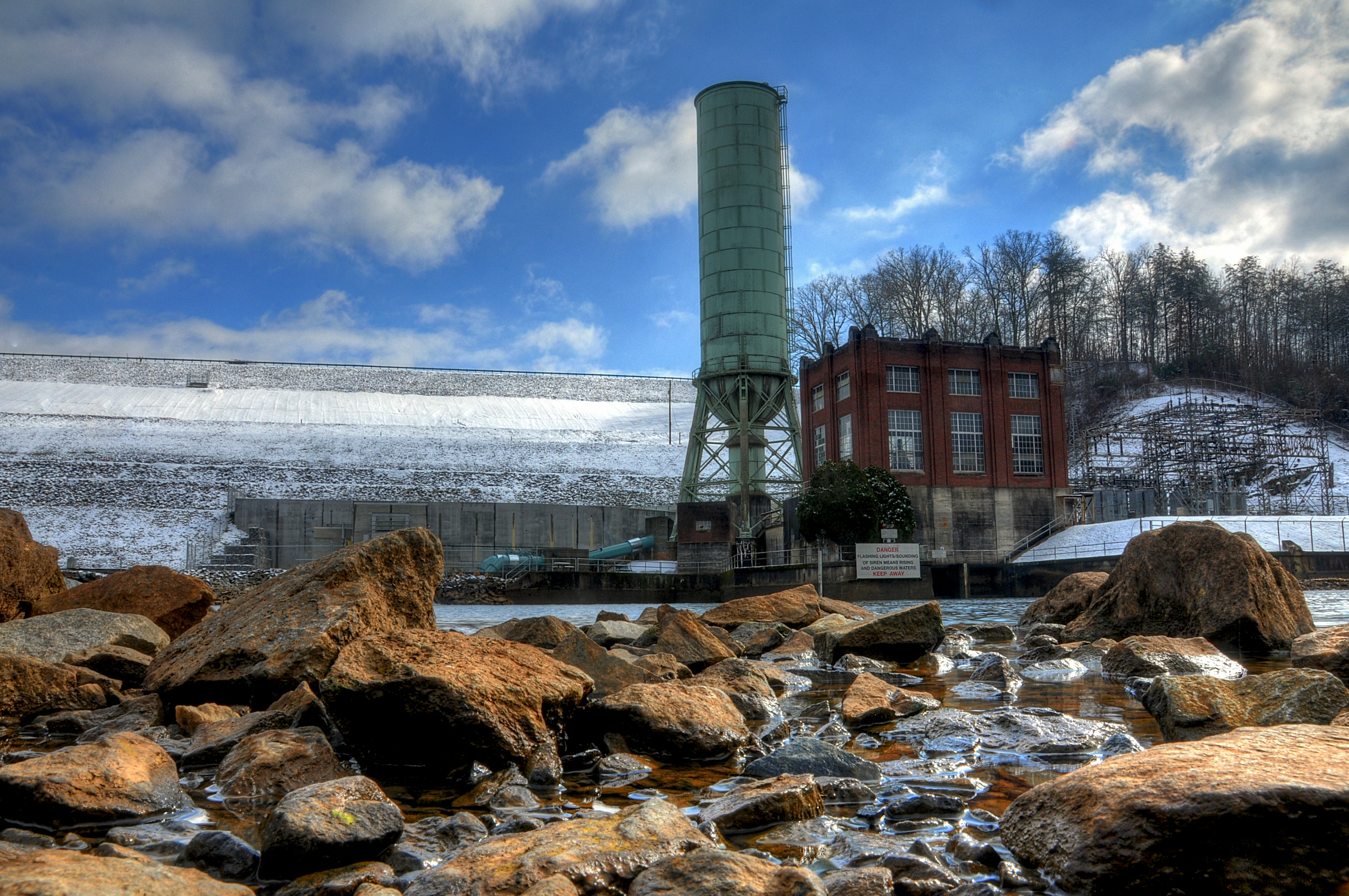 dam snow 1.jpg