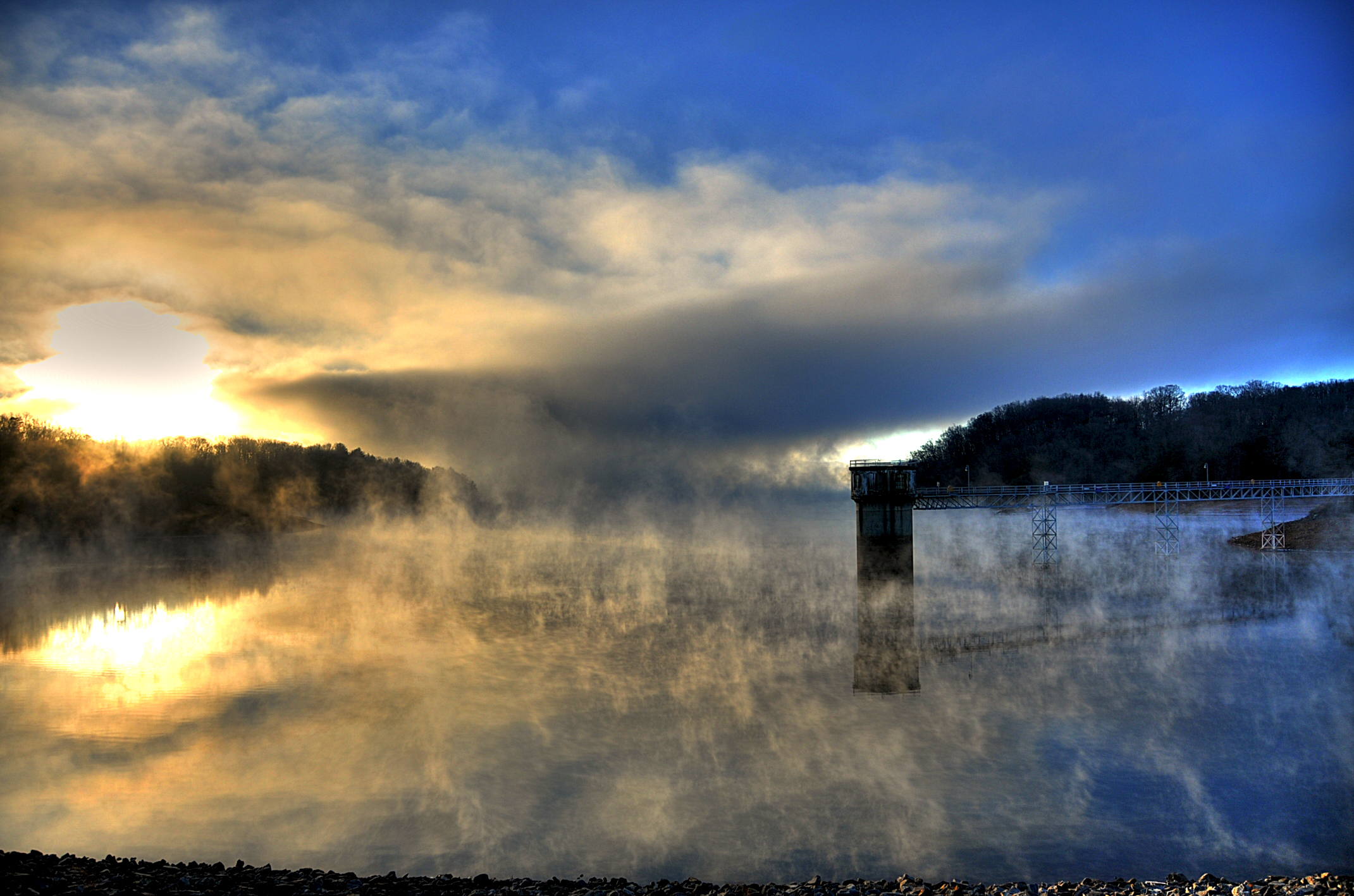 lake fog2.jpg