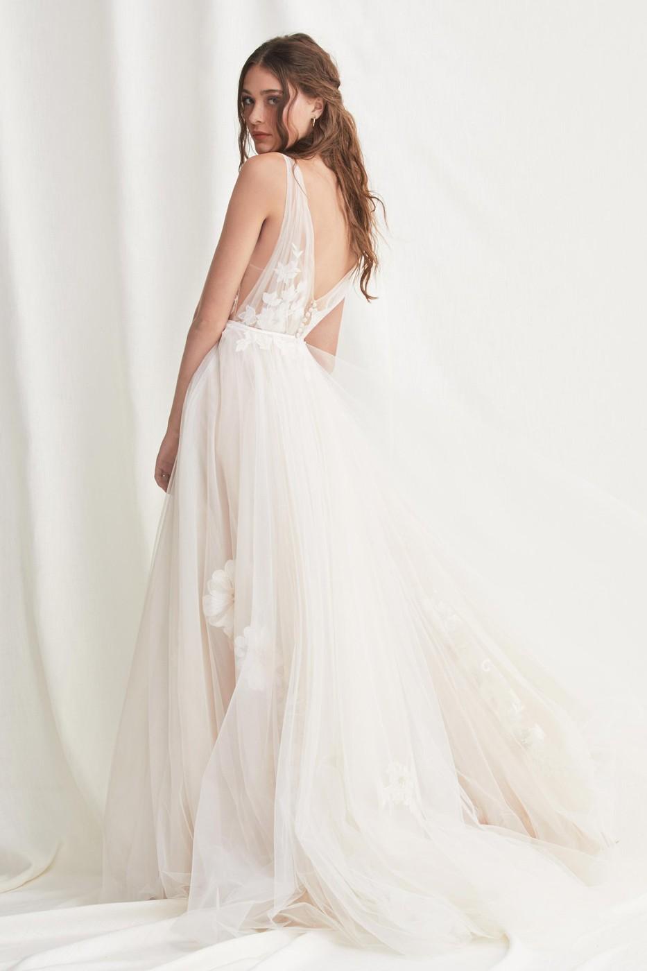 willowby-52609-lainie-v-back-bridal-gown-02.616.jpg