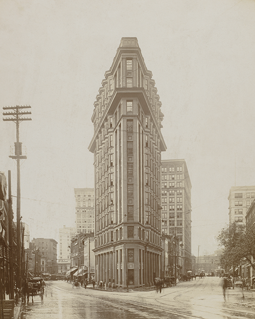 Looking south at the intersection of Peachtree and Broad Streets facing the English American Building, c. 1907. [ Atlanta History Center ]