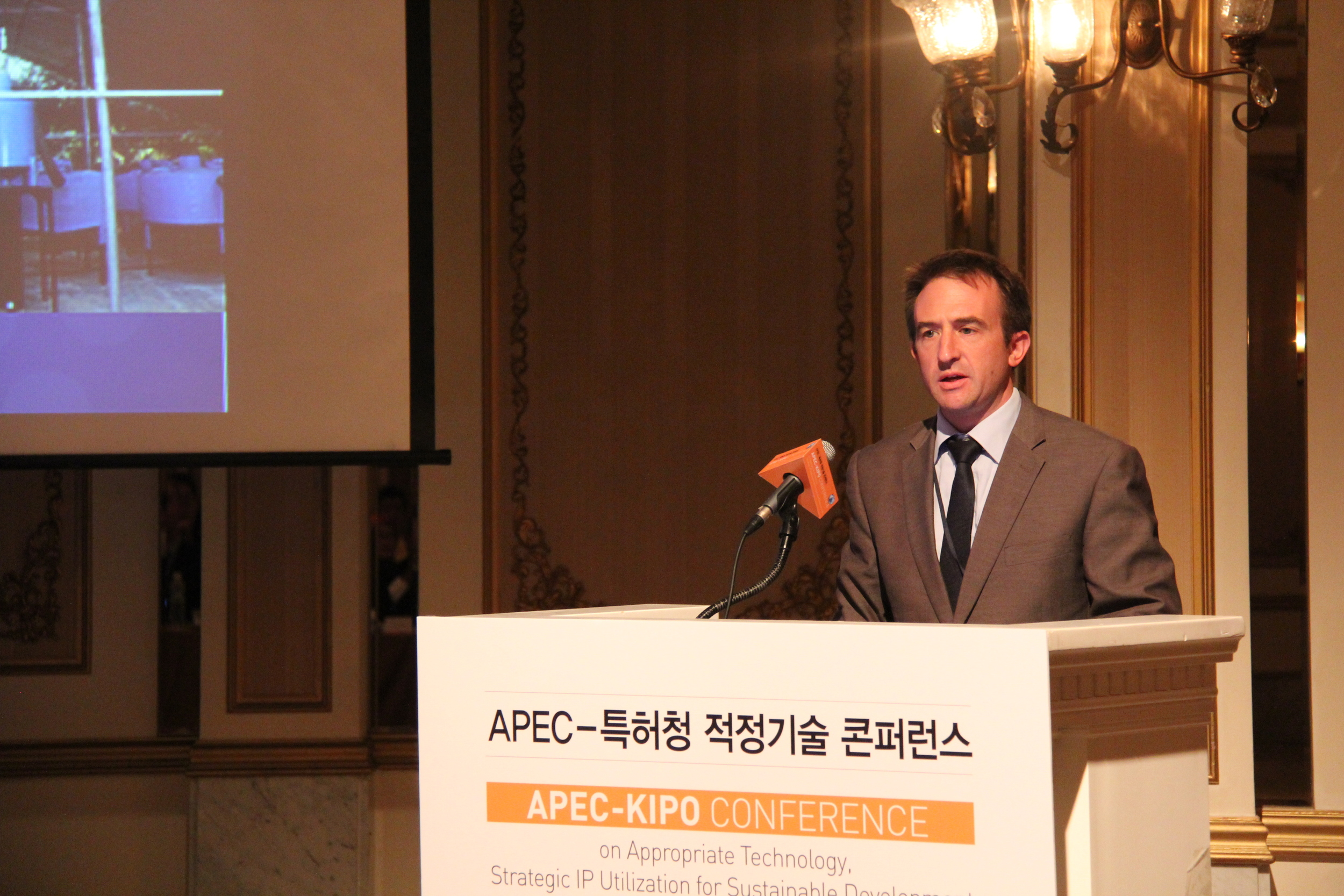 Lyndon Frearson, Managing Director of Ekistica, presents at the APEC Summit in 2014.