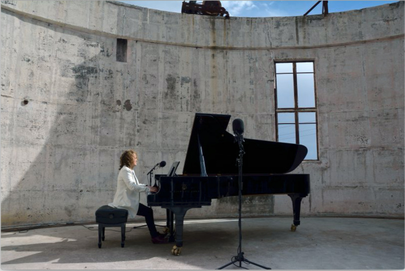 2015 Festival: Lisa Moore plays Ara's piano on Mt Stromlo. Photo by Peter Hislop