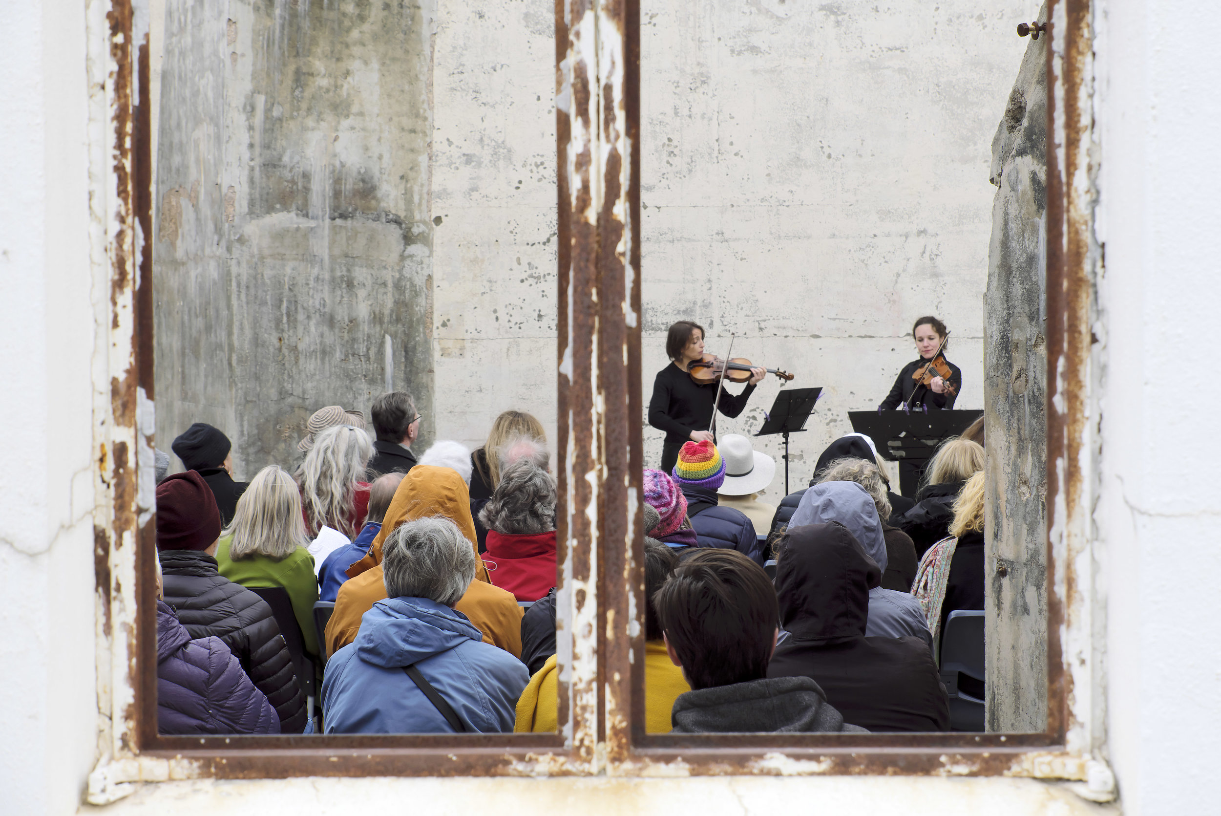 SARAH DAYAN AND CECILE ROUBIN (QUATUOR VOCE, FRANCE)   Concert 13: Bach on the Mountain World Premiere of Michael Dooley's  The Heavens Declare  at Mount Stromlo Observatory  Photo by Peter Hislop