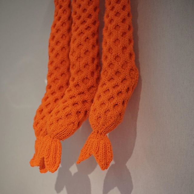 The production of these socks is done in Bulgaria, where women still possess the knowledge and skill of hand knitting. Each pair of socks is knitted following the same pattern, but still, the fins at the end have different shapes and sizes. This happens because of the difference in thread tension applied by the knitter.  Making each pair unique. 🧶✨🧡 Ain't crafts beautiful???! ⠀⠀⠀⠀⠀⠀⠀⠀⠀ The socks are available online, also want a unique hand-knitted pair, see the link in bio. 💌 ⠀⠀⠀⠀⠀⠀⠀⠀⠀ #nikkiewester #design #craft #knitting #handknitting #unique #culturalheritage