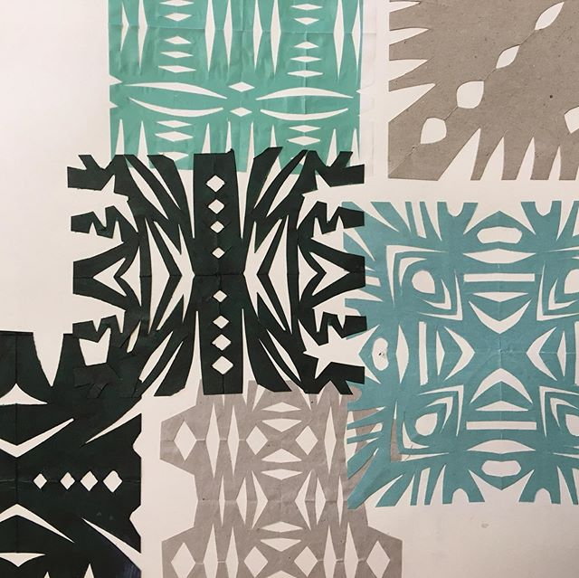 Sometimes picking up games from my childhood can be super refreshing. I used to make these paper snowflakes (probably driving my mum crazy with all the small pieces of cut out paper lying all over the floor, sorry @bernadettevanderwielen). ✂️🔷🔶 ⠀⠀⠀⠀⠀⠀⠀⠀⠀ These paper cutouts were made as part of the research for the curtain in São Tomé. It was not directly of use design-wise but helped me to open up my mind. ⠀⠀⠀⠀⠀⠀⠀⠀⠀ What do you to keep your mind playful and open? ⠀⠀⠀⠀⠀⠀⠀⠀⠀ #nikkiewester #playful #design #experiment #childhood #play #mindfulness #patterndesign #pattern