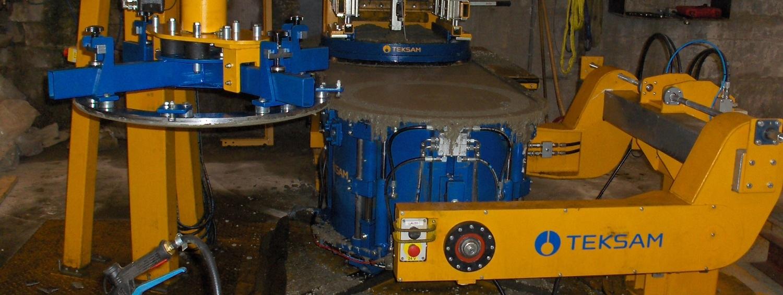 Produksjonsmaskina vart montert i juli 2014, og doblar kapasiteten vår på justeringsringar og betonglok. (Kapasitet på 160 stk justeringsringar pr dag). Heilautomatisk maskin med automatisk avforming av ferdig vare.    Maskina avgir vesentlig mindre støy under produksjonen.