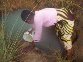 A women gathering water in Kabele.