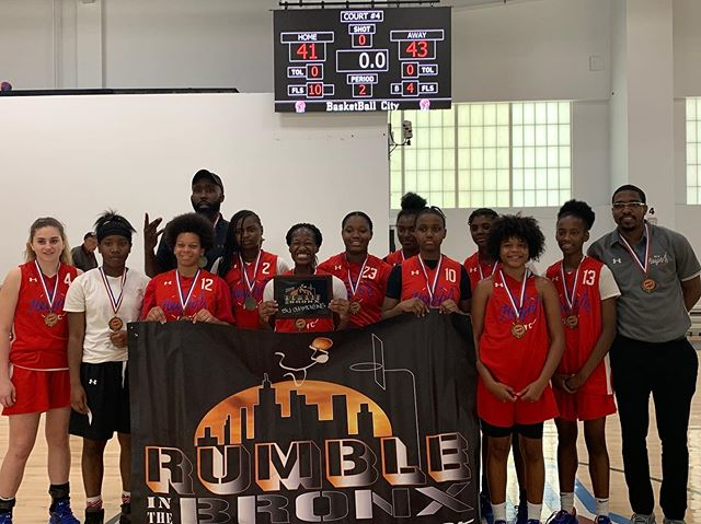 Congratulations to the 15U Girls for bringing home the 15U Championship in Rumble in the Bronx! • #NewHeightsNYC | #ReachingNewHeights 🏆