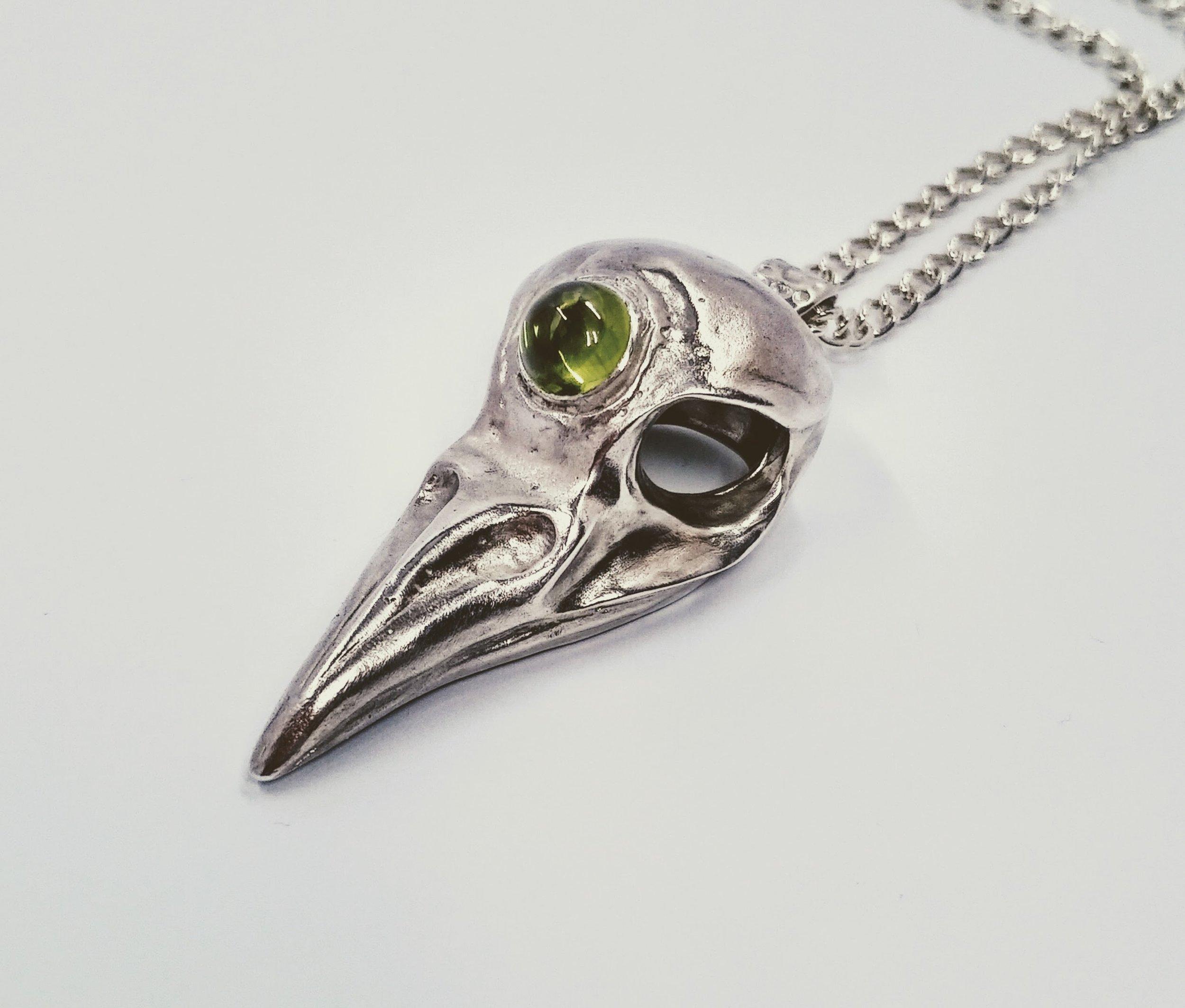 Three-eyed raven skull pendant with peridot -  BUY