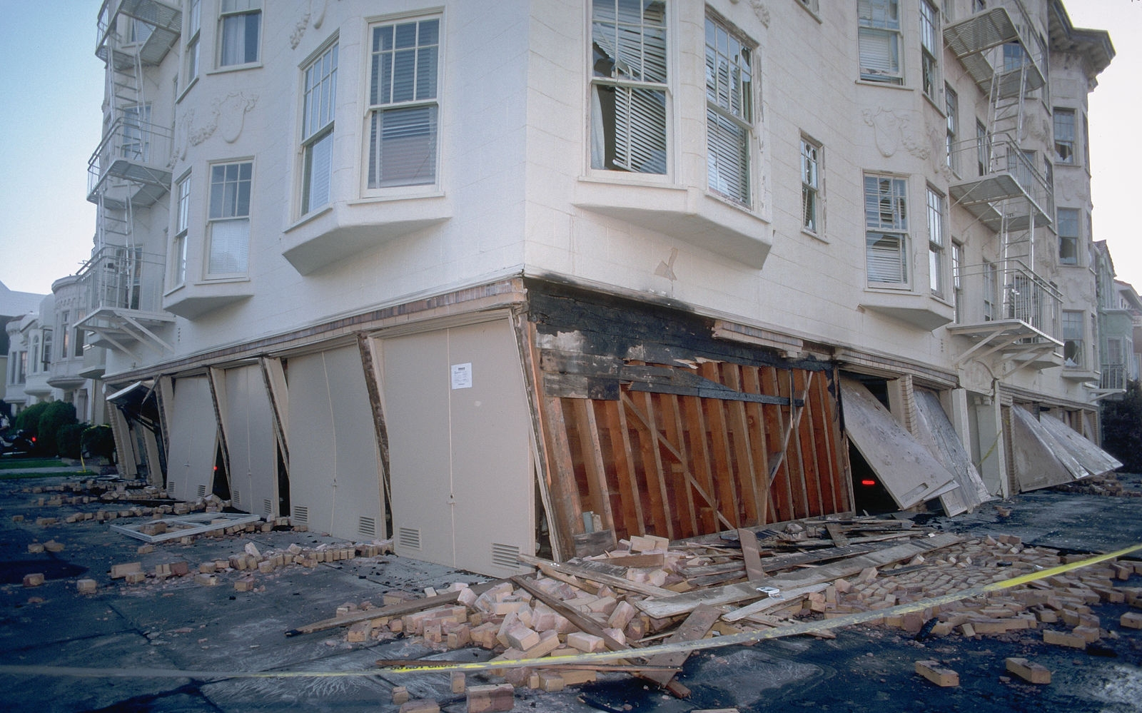 Collapsed building, San Francisco, 1989 Photo by: JK Nakata, United States Geological Survey