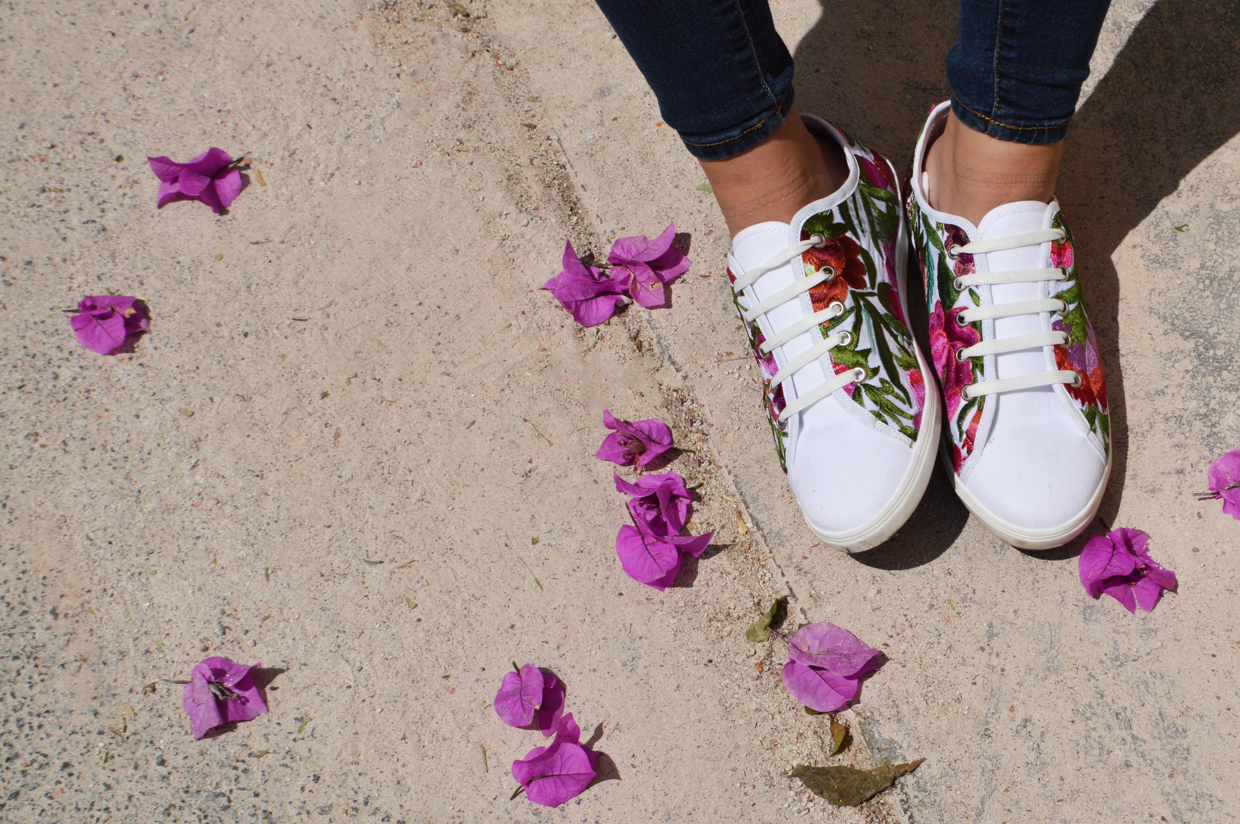 Tenis floral Zinacantán.