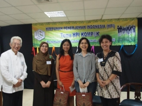 Left to right: HPI's current chair Eddie R. Notowidigdo, founder of Bahtera translators' community Sophia Mansoor, Eliza Handayani, IKAPI representative Nova Rasdiana, HPI member and moderator for the event Naindra Pramudita.