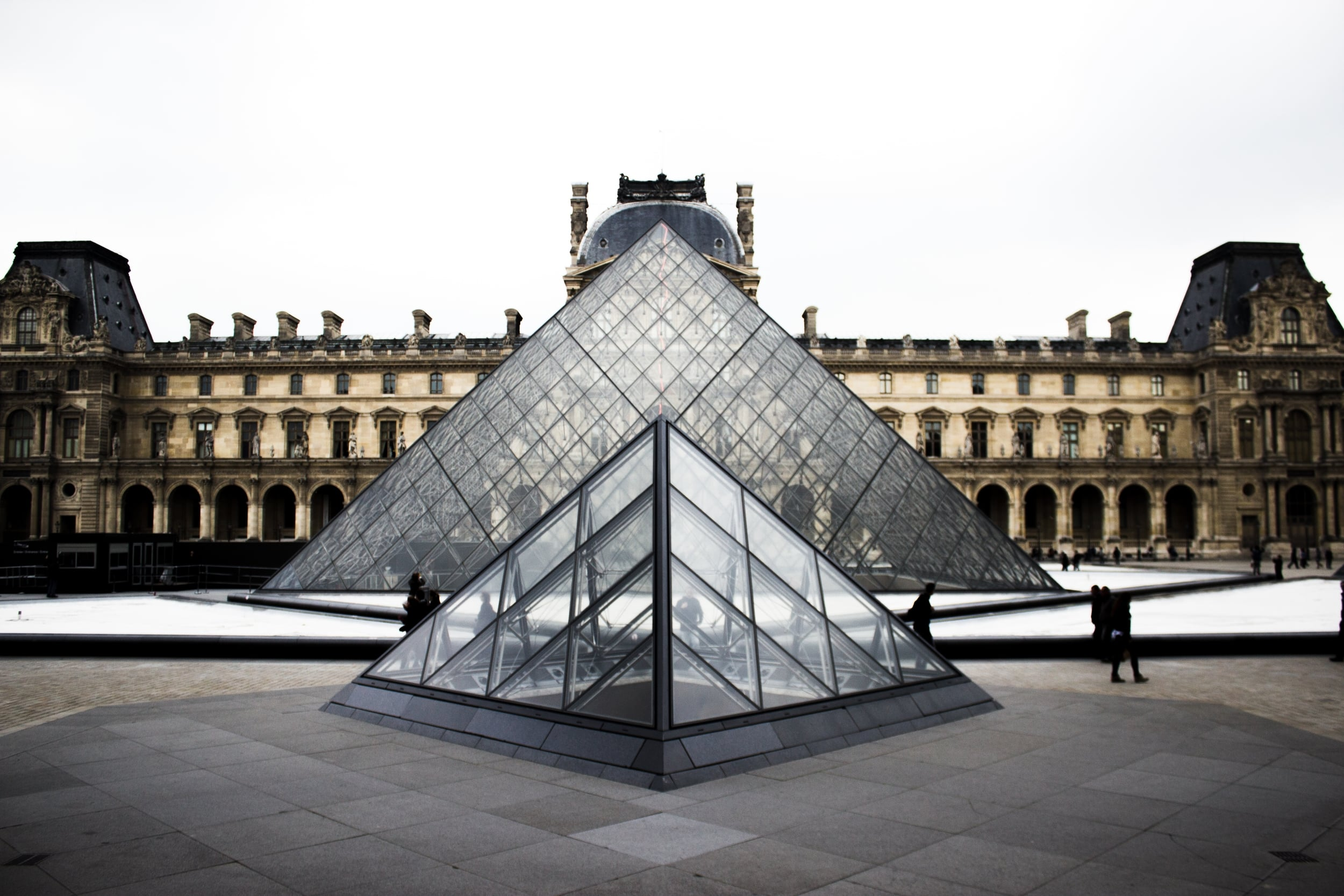 Fact: The Louvre Museum has seen it all.  Alex Holyoake  / unsplash