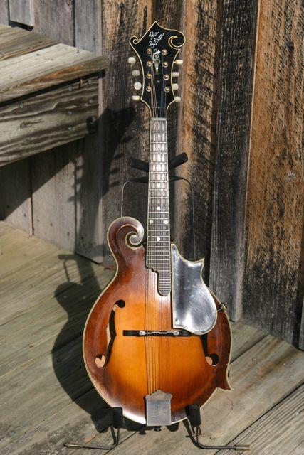 Lloyd Loar Mandolin 72857 front