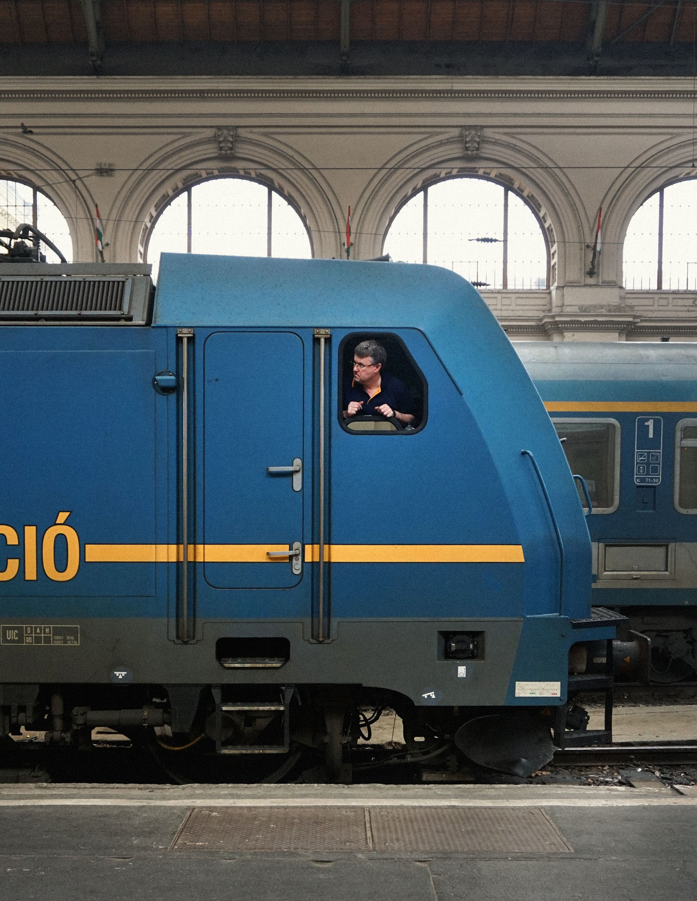 alex-laniosz-budapest-train-station-1.jpg
