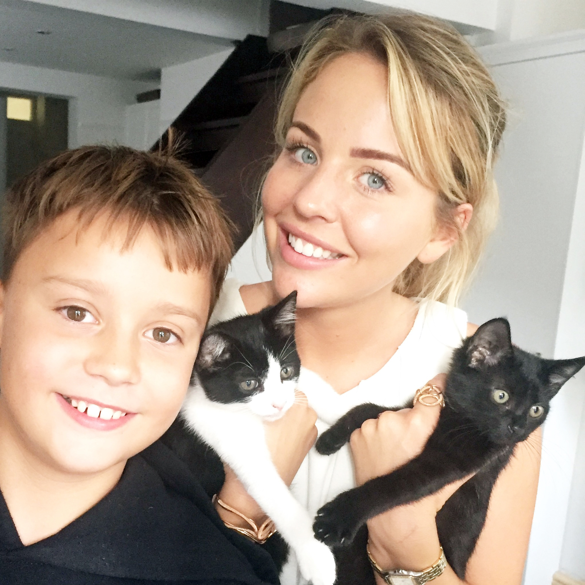 Ben Sutton &Lydia Bright having cuddles with the super-cute kittens