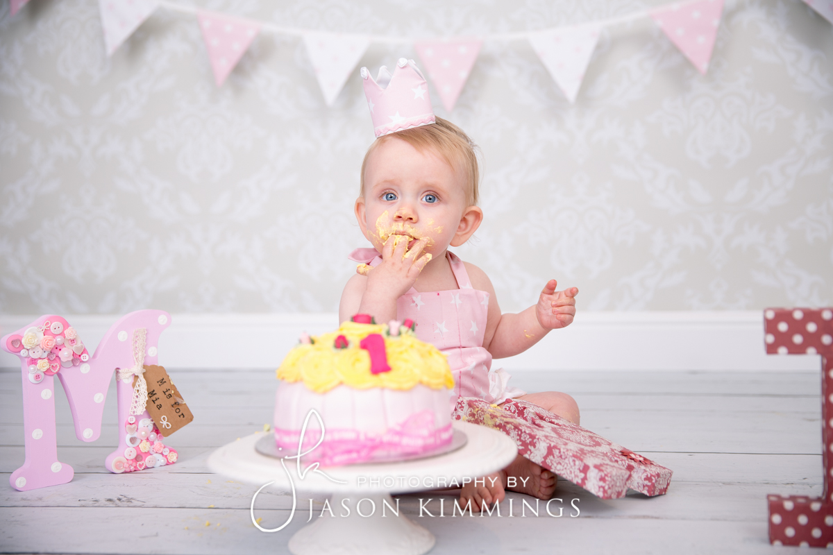 Cake-smash-bathgate-west-lothian-toddler-photography-4.jpg